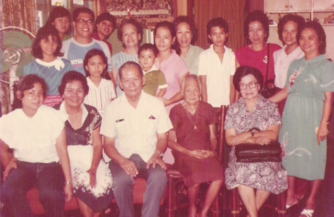 Lola Coroy (seated for from left) with nephews, nieces, grandnephews and grandnieces.